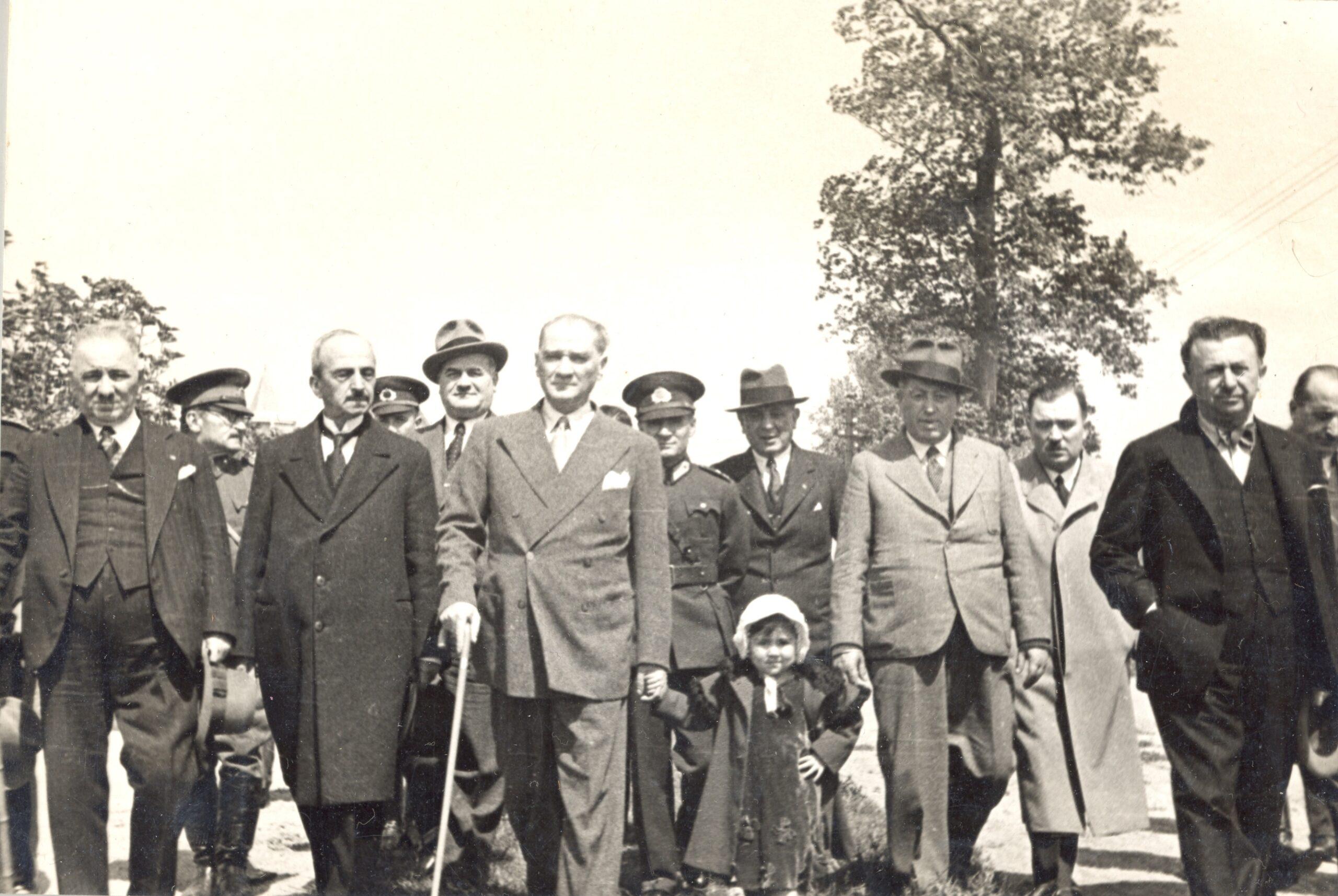 Atatürk-ve-Çocuklar-7